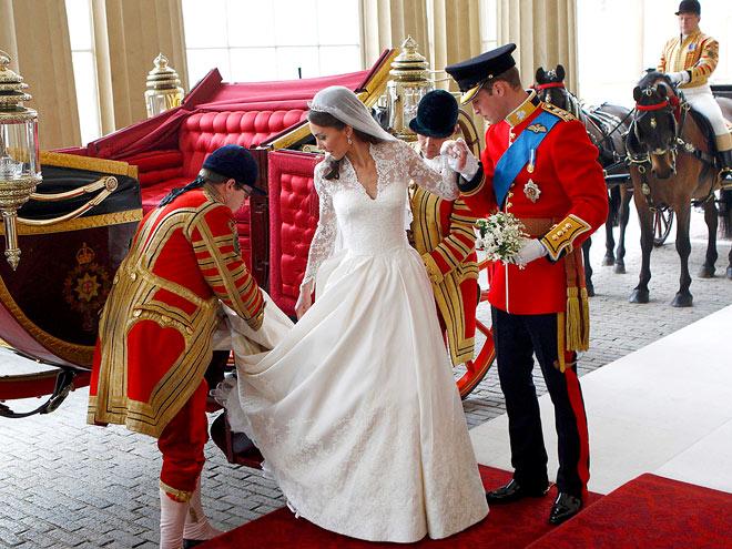 HELPING HAND   photo | Royal Wedding, Kate Middleton, Prince William