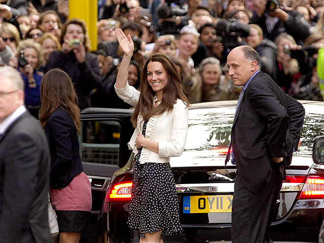 WORK THE CROWD photo | Kate Middleton