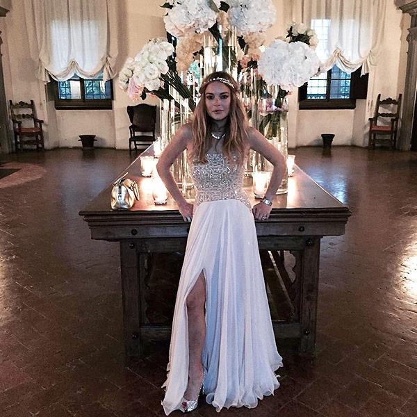 style lindsay lohan looks like bride friends wedding agree with rule breaking