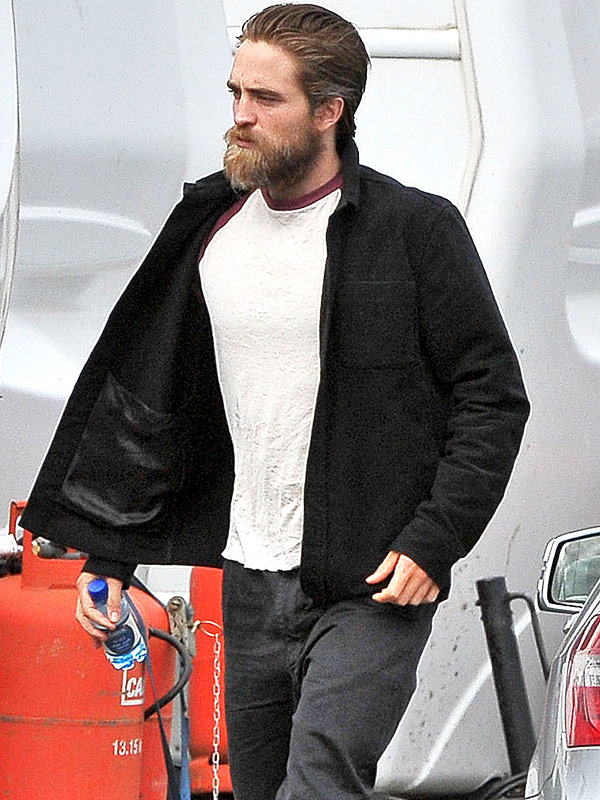 robert pattinson s bedraggled beard are you loving it photos style news. Black Bedroom Furniture Sets. Home Design Ideas
