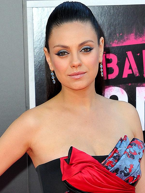 Mila Kunis Bad Moms premiere makeup