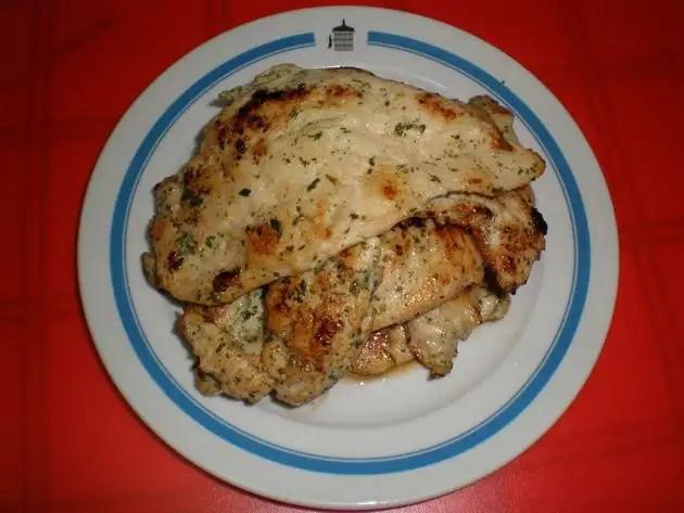 Filetes de pollo adobados en perejil