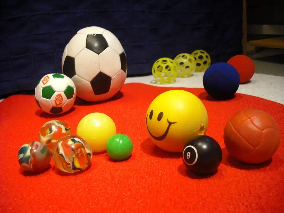 Pehmojalkapallosta on laatikossa tullut jalkamuna.