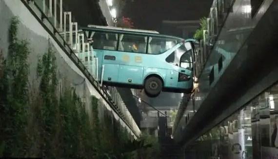 41548533 - Accidentes bizarros de coches