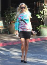 Paris Hilton leggy in mini skirt grabbing a Starbucks coffee at Beverly Glen Mall - Hot Celebs Home