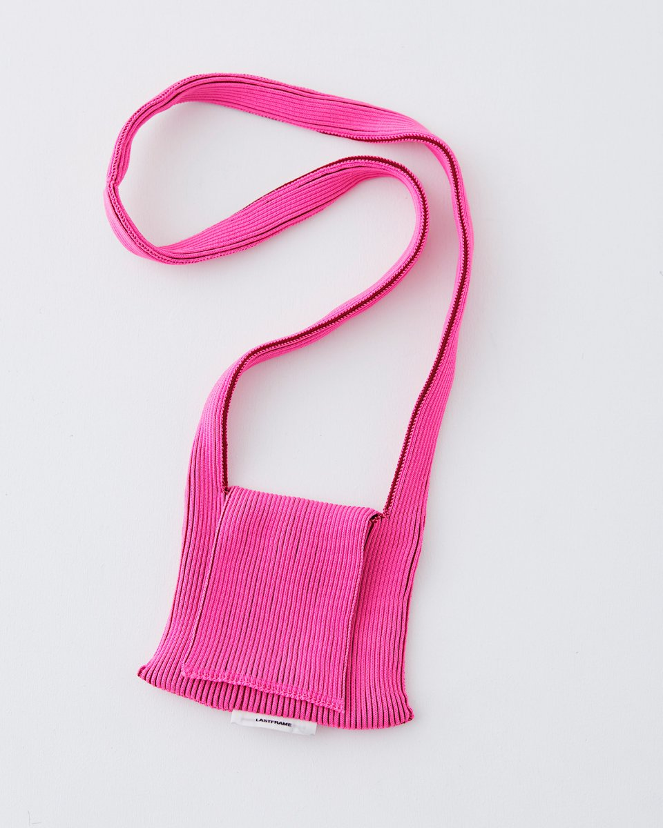 LASTFRAME フラップバッグ ピンク x バーガンディの写真