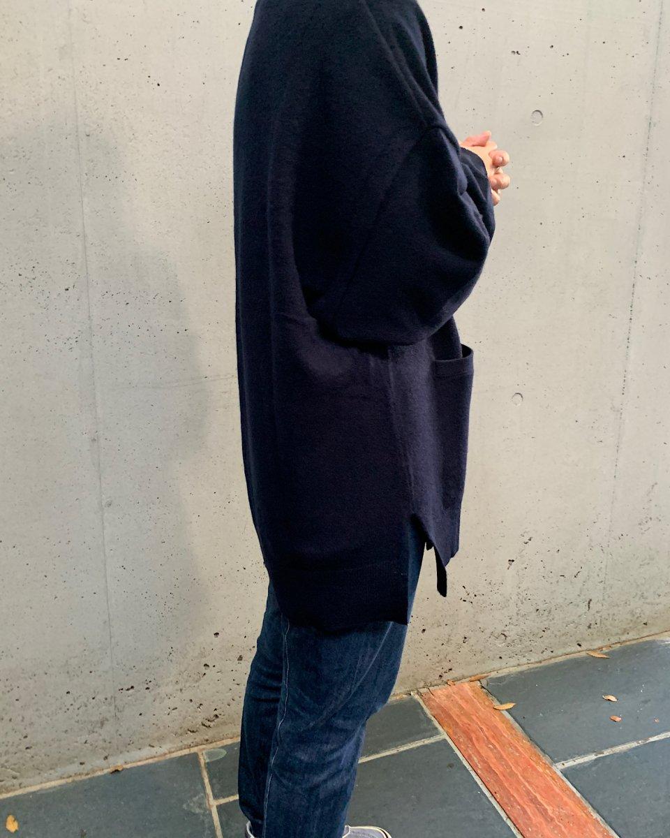 カシミアオーバーサイズカーディガン ネイビーの写真