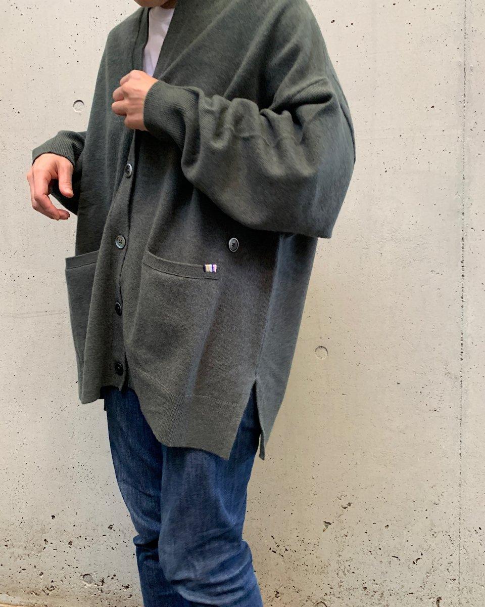 カシミアオーバーサイズカーディガン カーキグリーンの写真