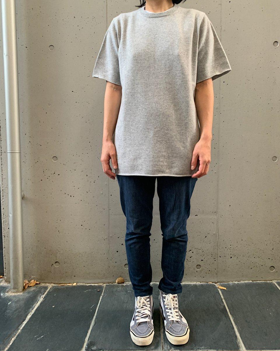 カシミアTシャツ ライトグレーの写真