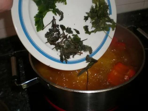 Elaborar el caldo de pescado