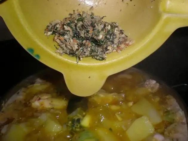 Elaborar guiso de jamoncitos con machacado de almendras