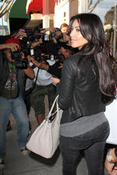 Kim Kardashian cleavagy in high heels and jeans shopping at  Intermix in West Hollywood - Hot Celebs Home