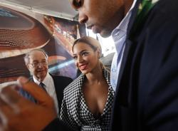 Beyonce leggy and cleavagy at Groundbreaking ceremony for the Barclays Center in New York City - Hot Celebs Home