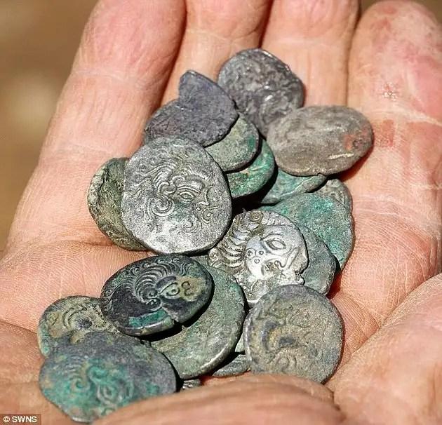 article216489713cb443c0 - Arqueólogo aficionado descubre con detector de metales un tesoro Celta valorado en en 15 Millones