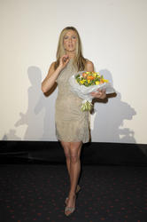 Jennifer Aniston leggy at 'The Bounty Hunter' Berlin Premiere - Hot Celebs Home
