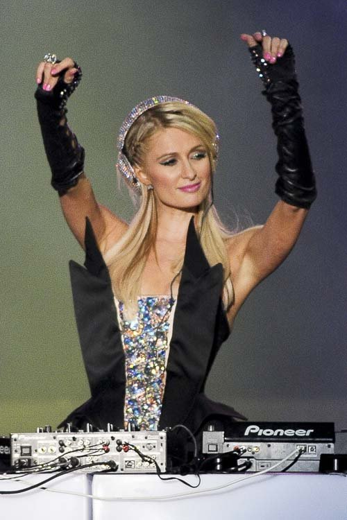 noticias Desastroso debut de Paris Hilton como DJ