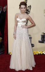 Miley Cyrus cleavagy at 2010 Oscars - Hot Celebs Home