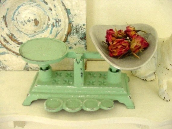 Vintage Cast Iron Kitchen Scale