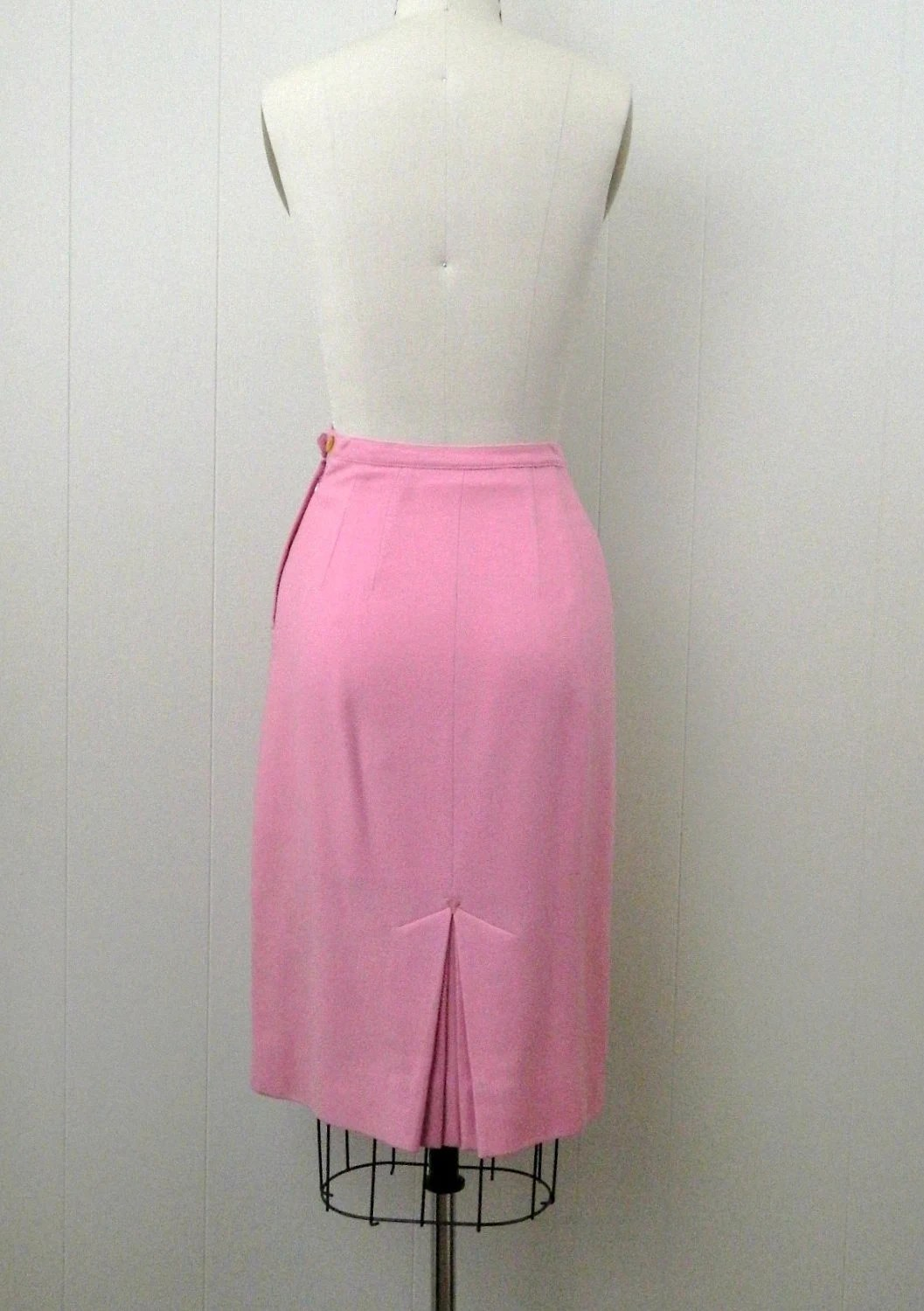 60s Secretary Pink Pencil Skirt ... Extra Small to Small ... Oragami Kick Pleat by bottleblondevintage