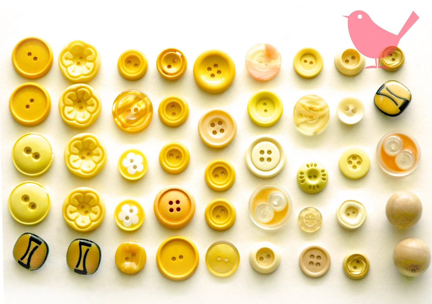 Vintage buttons - assorted yellow buttons - misspinkrobin