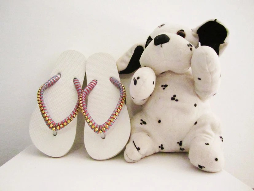 Girl white flip flops. Decoratedrubber sandals in pink, light blue and gold. - streetcats