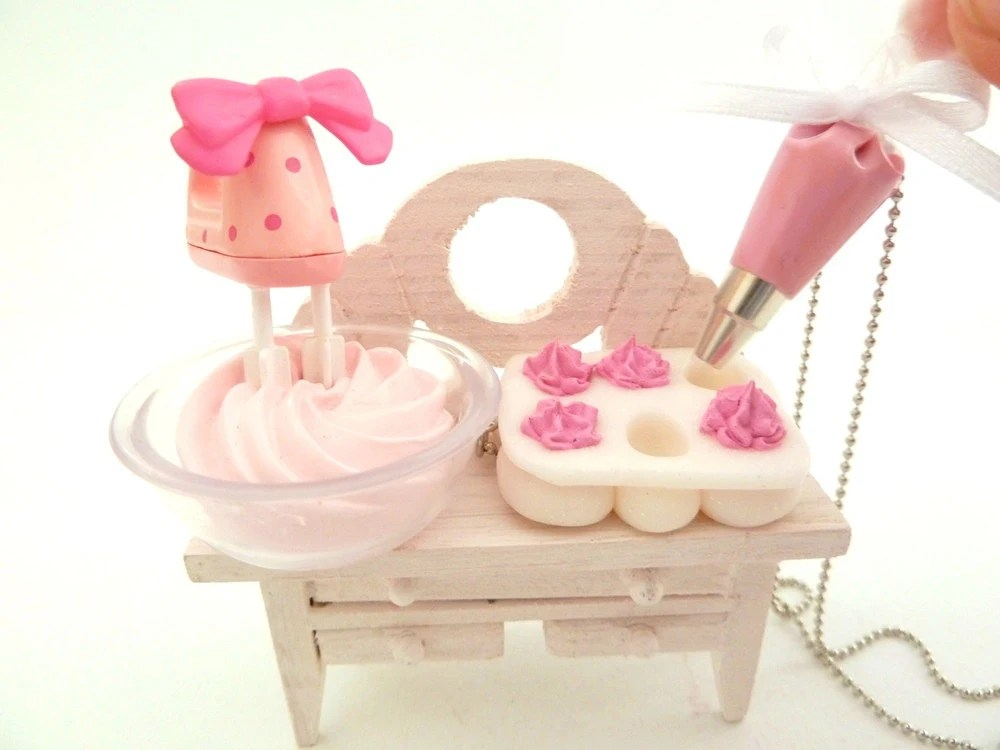 "The Bakers Necklace "" Who Ate My Cupcakes"" Miniature Cupcake Muffin Pan with fake cupcake frosting and and pink Pastry Bag charm - shimrita"