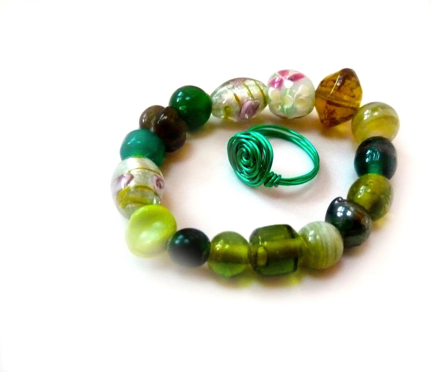 Bright Neon Chunky Emerald Green Stretch Bracelet with Ring