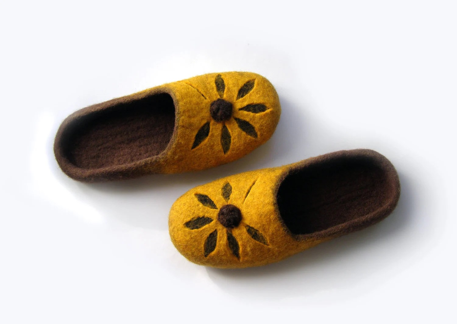 Women felted wool slippers Flower/ handmade wool clogs/ yellow, brown felt slipper/ Women house shoes - elijana