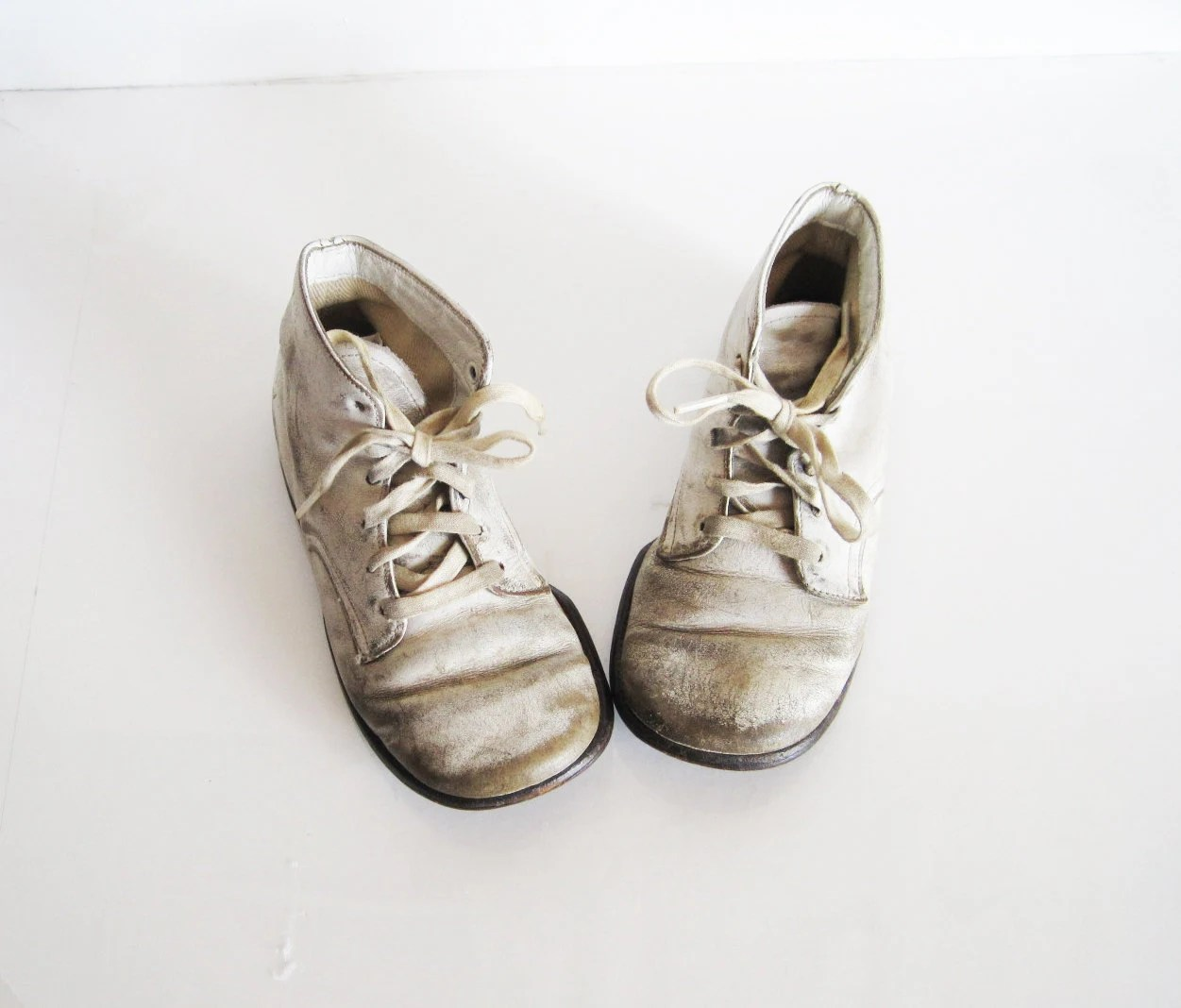 sweet vintage white leather children's shoes 1950s baby shoes - ReverseChronology