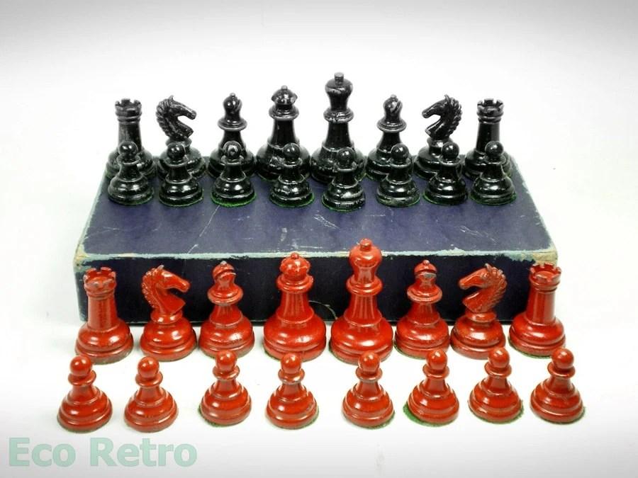 Vintage 1940s Red and Black Lead Chess Set in Original Box - EcoRetroStore
