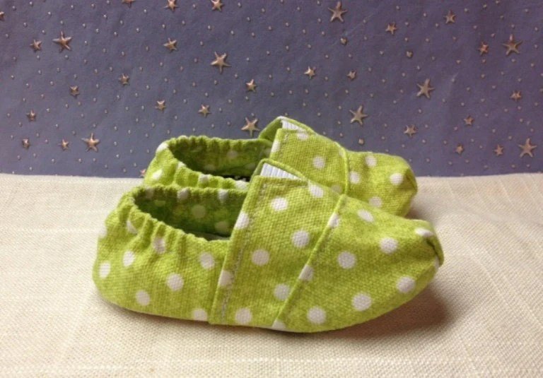 Fitted Baby shoes in a Green Polkadot by Scarlettos for Etsy
