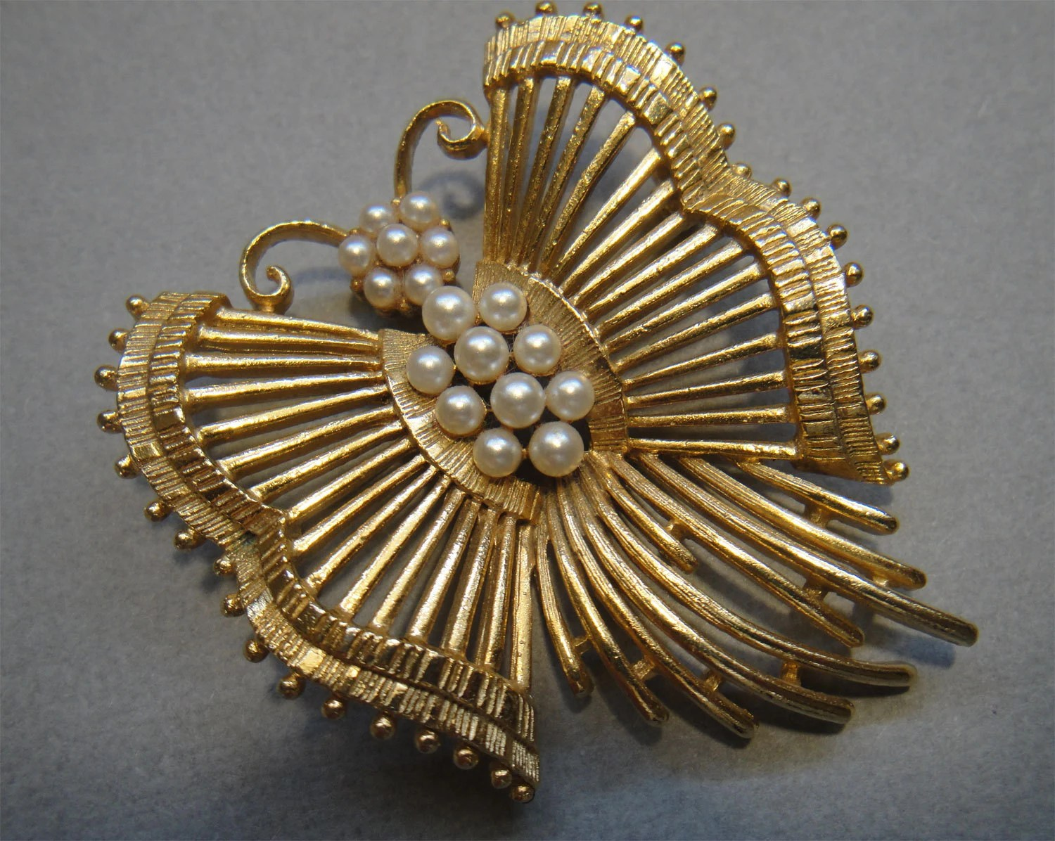 Vintage Butterfly Brooch Pin with Pearls by Lisner in pretty gold tone metal setting