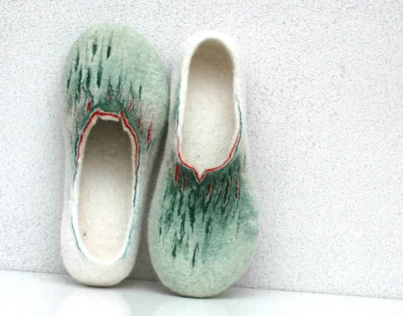 Felted slippers. Painting of Spring. Green, white red colors. For women. - jurgaZa