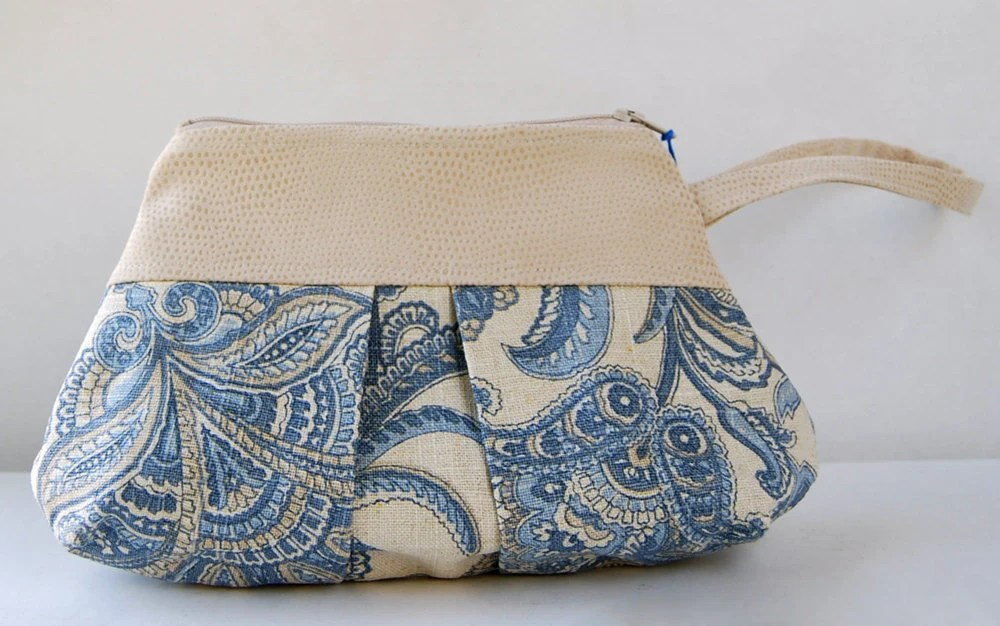 Blue and Cream Pleated Linen Wristlet - RustyBikeShop