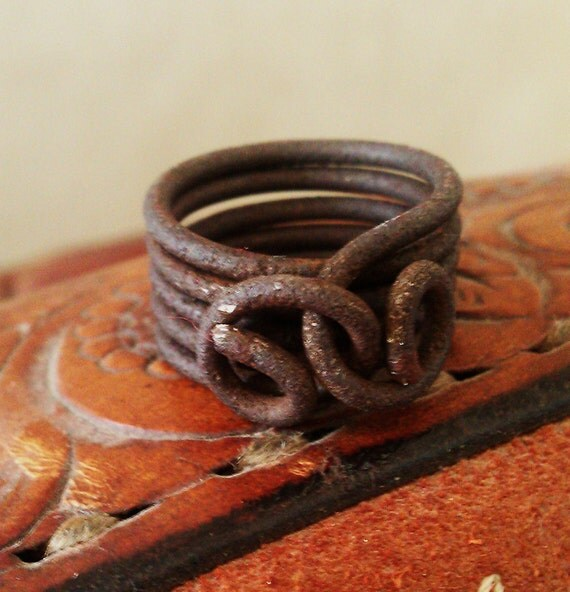 Womens Western Ring Band of Rustic Vintage Ranch Wire