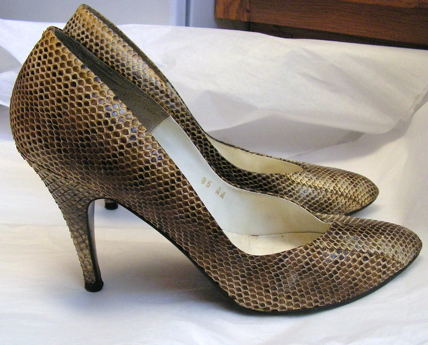 Vintage Snakeskin Pumps / Retro Stilettos / Snake Skin Shoes / US 9.5 9 1/2 AA