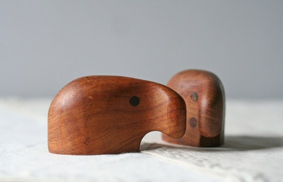 modern salt and pepper shakers / teakwood / biomorphic animal figure