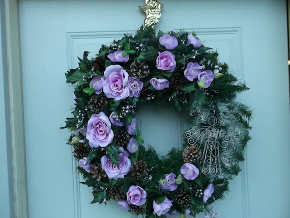 20 Inch Christmas Rose & Pine Cone Wreath