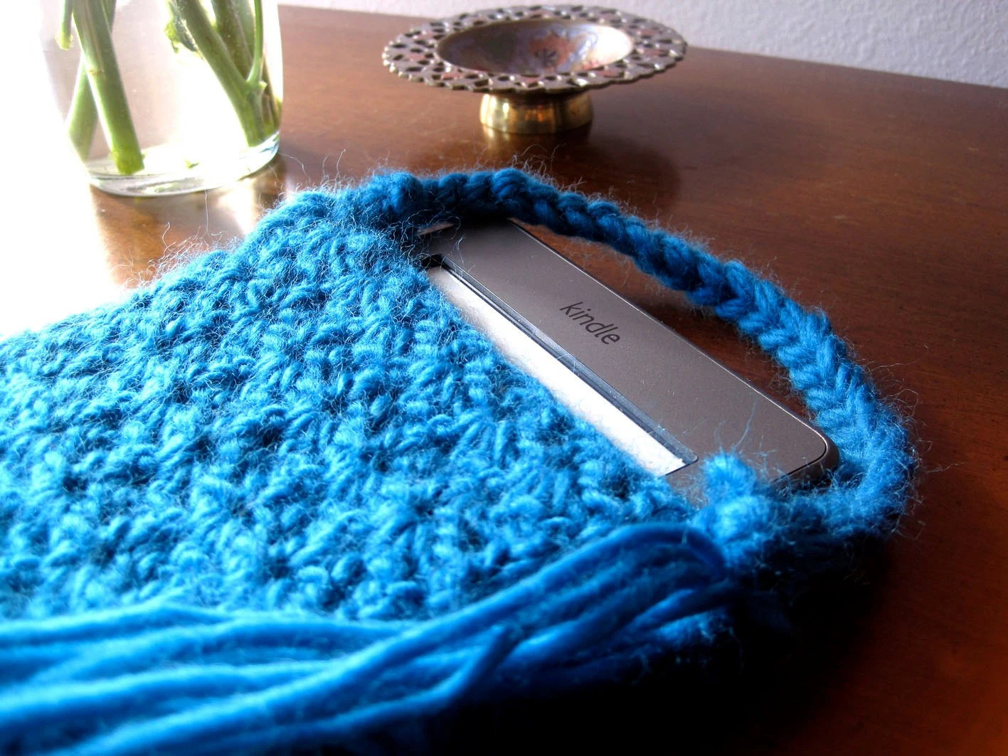Eco-friendly Kindle Snug with Tassles - Chunky Crochet - 100% Peruvian Wool