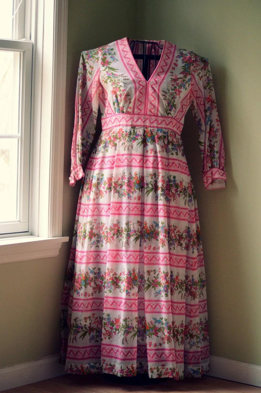 Vintage Art Noveau pink & white floral maxi hippie boho Dress Medium  - 1970s