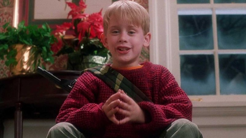 Kevin sitting with his BB gun in Home Alone