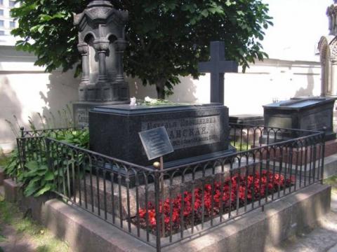 АлександроНевская Лавра СанктПетербург Могила Н Н