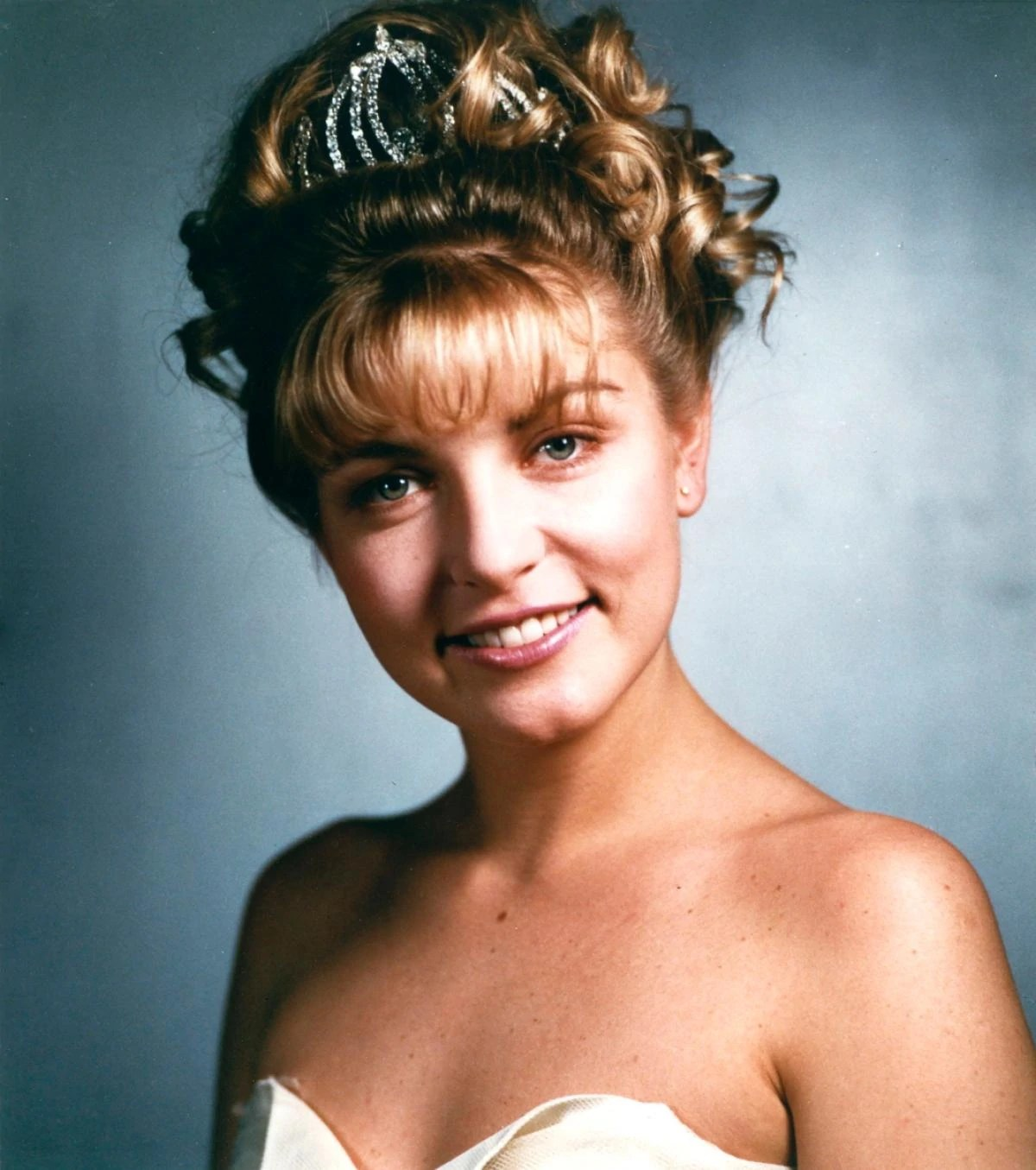 https://i1.wp.com/img3.wikia.nocookie.net/__cb20111030035926/twinpeaks/images/e/ef/Laura_Palmer,_the_Queen_Of_Hearts.jpg?w=1200&quality=100