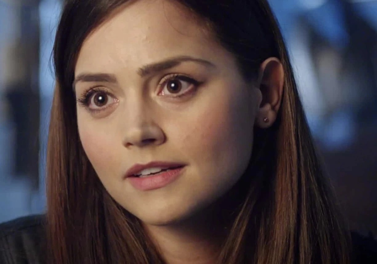https://i1.wp.com/img3.wikia.nocookie.net/__cb20131129061808/tardis/images/2/2c/Clara_Oswald_The_Day_of_The_Doctor.jpg