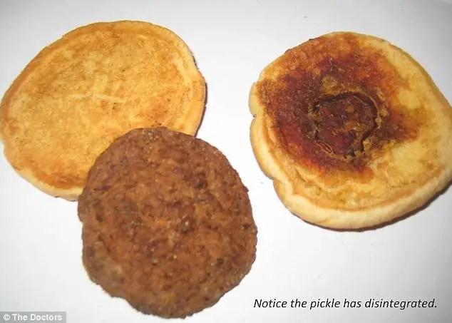Una hamburguesa de 14 años que no pierde la forma se conserva tal cual