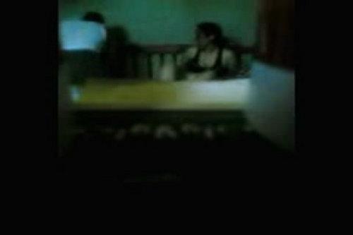 مصرى جايب محجبة شقته فرسة راكبة وبيصورها بكاميرا