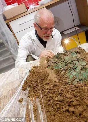 article216489713cb4b460 - Arqueólogo aficionado descubre con detector de metales un tesoro Celta valorado en en 15 Millones