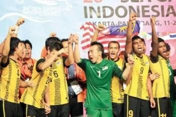 malaysia julang piala emas sukan sea bola sepak, malaysia juara bola sepak sukan sea 2011, malaysia pertahan emas bolasepak sukan sea 2011, malaysia juara sukan sea 2011, malaysia juara asean bola sepak 2011