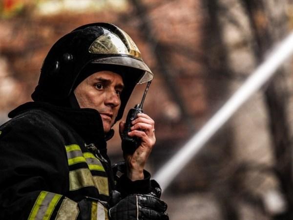 В Петербурге горит крыша на территории «Ленинградского ...