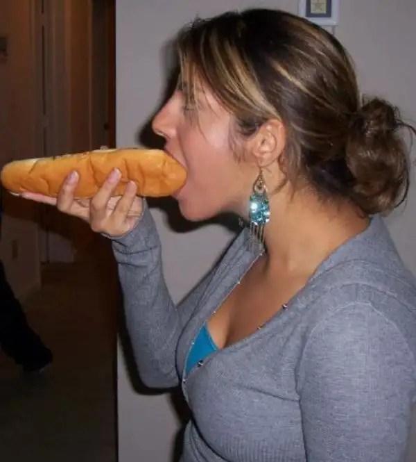 girlseatinghotdogs63 - Julio mes de los Hot Dogs celébralo con estas fotos de Chicas comiendo perritos calientes